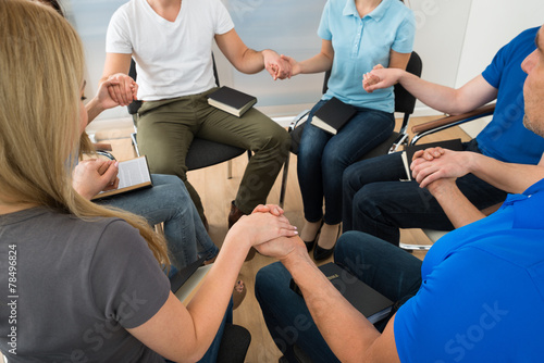Group Of People Praying - 78496824