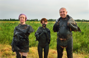Family in therapeutic mud