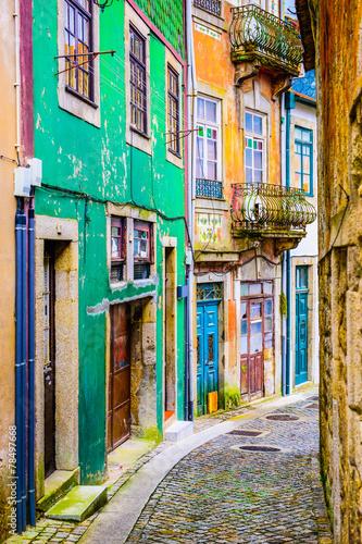 Fototapety, obrazy : Alleyway in Porto, Portugal