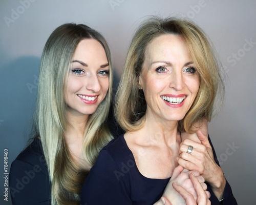canvas print picture glückliche Tochter mit Mutter