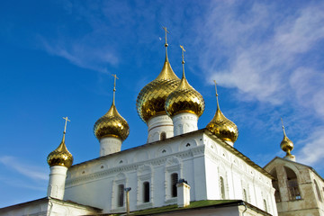 золотые купола Воскресенского соб