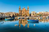 Fototapety Église et bateaux de pêche à Sliema, Malte