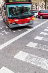 Straßenverkehr mit Bus