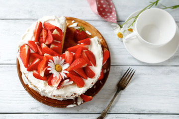 Cake with summer strawberries and air cream