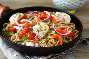 Fried noodles with vegetables and prawns