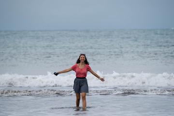 jeune fille à la mer - pacifique Costa Rica