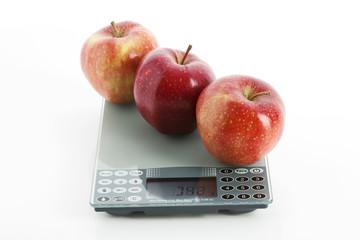 Äpfel auf Waage, Symbolbild, Diät