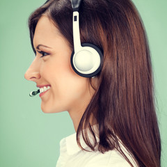 Support phone operator in headset, on green