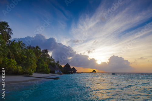 Papiers peints Autre Dawn in the Maldives with lagoon views, and bungalows