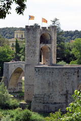 Hauptturm auf der Brücke Vell in Besalu