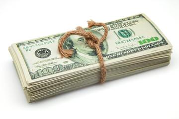 billetes sujetos con una cuerda