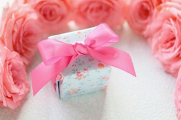 プレゼントとバラ