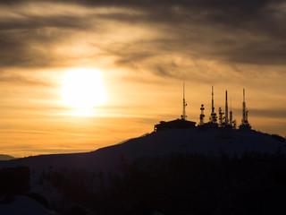 王ヶ頭山頂の電波塔