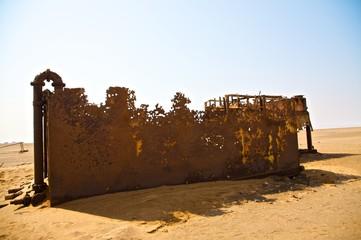 Rovine industriali nel deserto