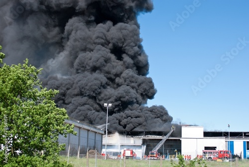 Leinwanddruck Bild Großbrand im Industriegebiet