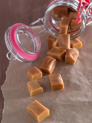 Karamell Bonbons in einem Glas