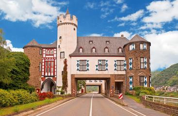 Kurioses Schloss Leyen in Gondorf an der Mosel