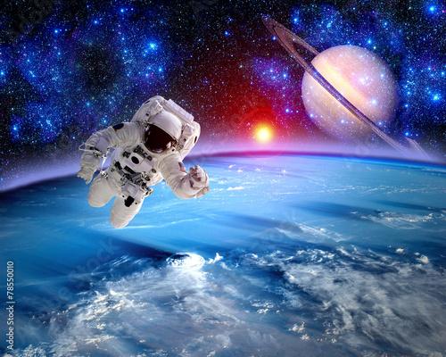 Leinwanddruck Bild Astronaut Spaceman Saturn Planet
