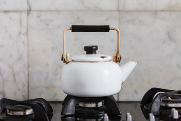 Kettle heats the gas stove
