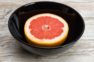 grapefruit is a black bowl