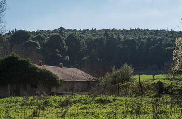 an abandoned house in the countryside