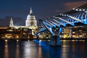 St Pauls, Millenium Bridge