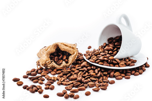 Deurstickers Cafe white cup with coffee beans isolated