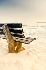 bench with ice (100)