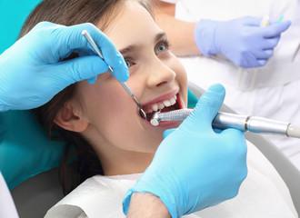 Dziecko u dentysty, stomatologia zachowawcza