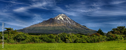 Foto op Canvas Vulkaan Volcano Taranaki, New Zealand - HDR panorama