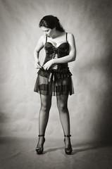 Девушка в кожаном корсете