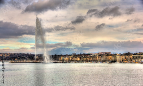 In de dag Fontaine View of Geneva with the Jet d'Eau fountain - Switzerland