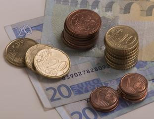 Euro Cents auf Euro Scheinen