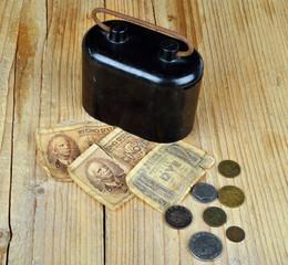 vecchie banconote e vecchie monete