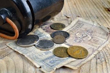 vecchi risparmi monete e banconote