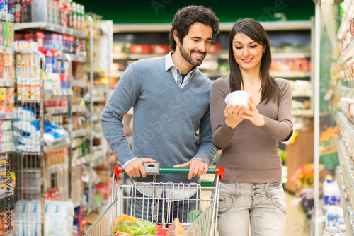 Couple shopping in a supermarket - 78606484