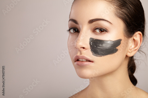 Beauty women getting facial mask - 78607085