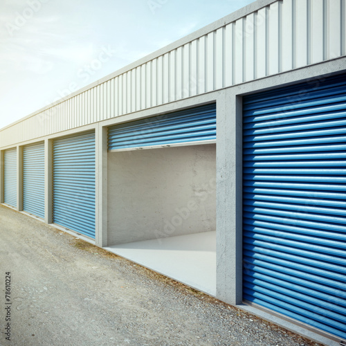 Staande foto Industrial geb. Empty storage unit with opened door