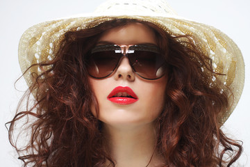 young surprised woman wearing hat and sunglasses