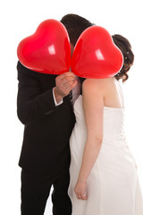 Küssendes Brautpaar; Schwanger und Heiraten Konzept