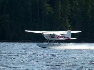 Hydroplane taking off
