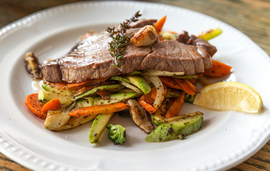 Tuna stake with grilled vegetables