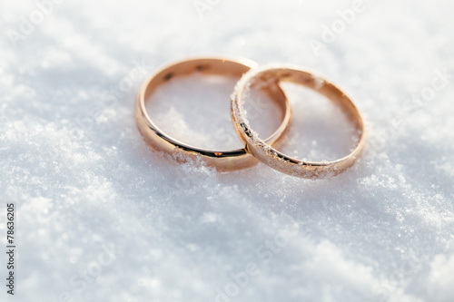 wedding rings - 78636205