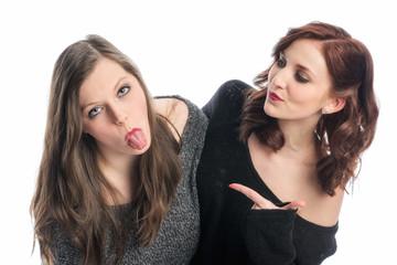 Zwei Freundinnen machen Blödsinn