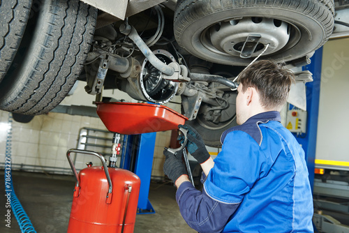 Leinwanddruck Bild auto mechanic disassembling axle