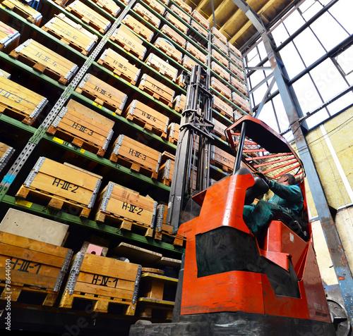 Zdjęcia na płótnie, fototapety, obrazy : Hochregal in einem Warenlager