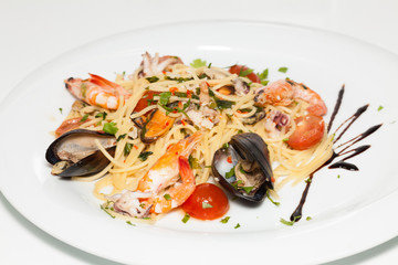 Seafood spaghetti with shrimps, mussels and tomato