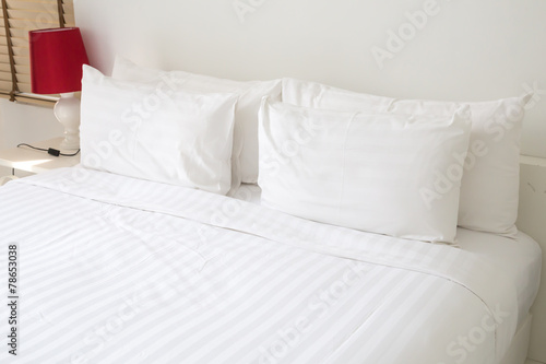 White bed sheets and pillows - 78653038