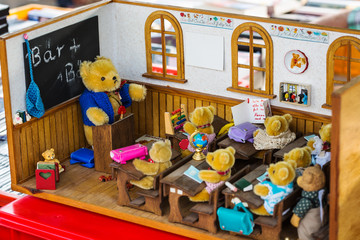 Klassenzimmer mit Teddies