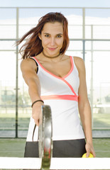 Paddle tennis woman